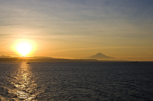 bright sun with rainier